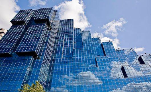 steklyannyy-fasad-zdaniya